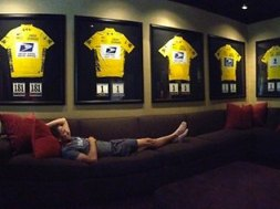 215549-lance-armstrong