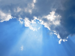 Clouds-in-the-sky-and-god-rays-wallpaper_4428