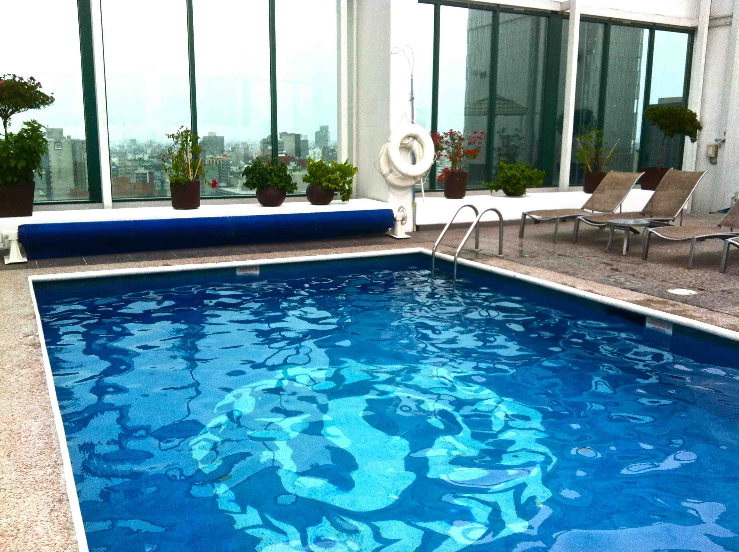 roof-top-hotel-pool